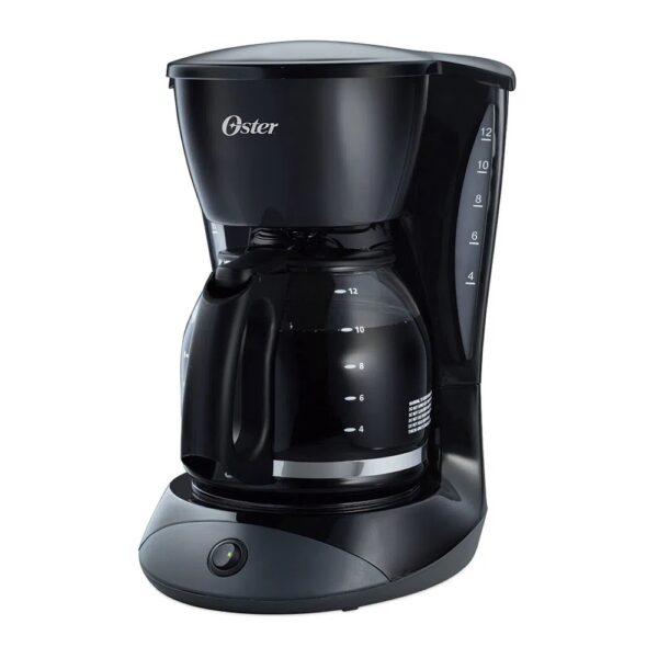 Cafetera negra de 12 tazas.